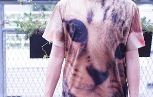 プレミアムフルグラフィックTシャツの着用写真